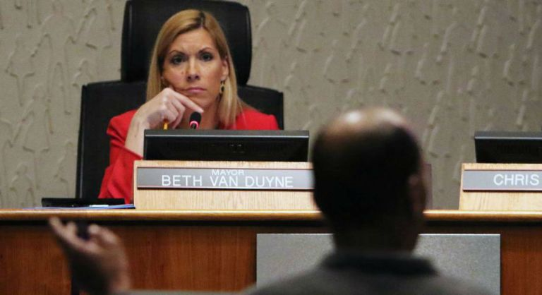 mayor-beth